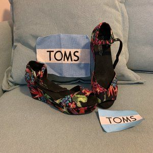 Gently Worn Tom's Birds of Paradise Platform Wedge